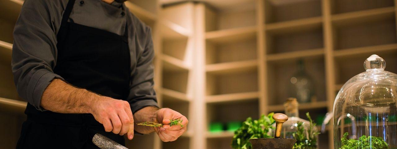 Regionaler und hoher Anspruch: Die Gewürze stammen im Hotel Das Schäfer aus der hauseigenen Kräutermanufaktur