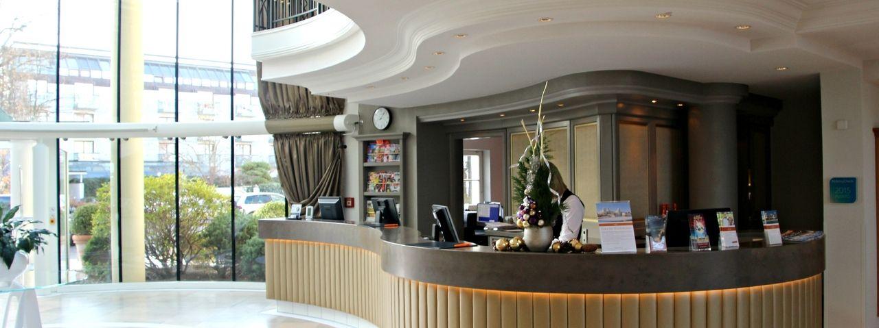 travel charme kurhaus binz pr sentiert neues atrium ahgz. Black Bedroom Furniture Sets. Home Design Ideas