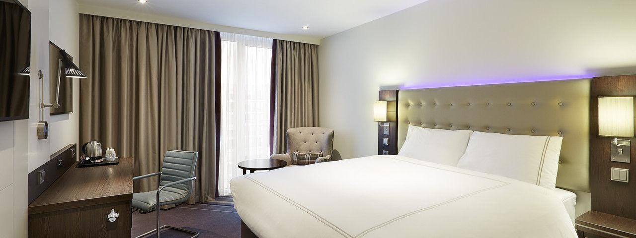 Zimmeransicht: Die großen Betten versprechen einen guten Schlaf