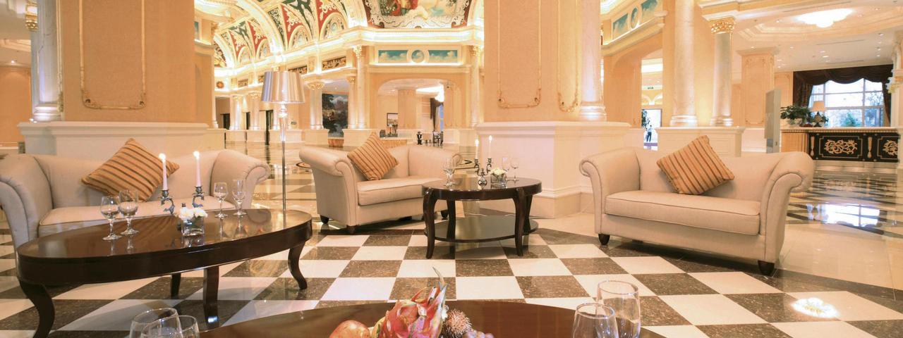 Landestypisches Ambiente: Die Lobby im Maritim-Hotel Wuhu, 100 Kilometer südwestlich von Nanjing. Das Hotel hat mehr als 600 Zimmer.