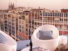 Hostel mit Penthouse: Von der Dachterrasse im Generator Barcelona hat man einen Panoramablick über die Stadt.