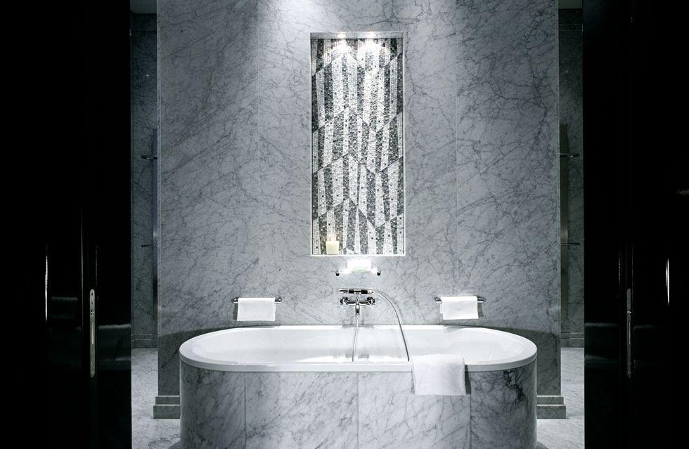 Fotostrecke hotel de rome gestaltet bebel suite um ahgz for Badezimmer quelle
