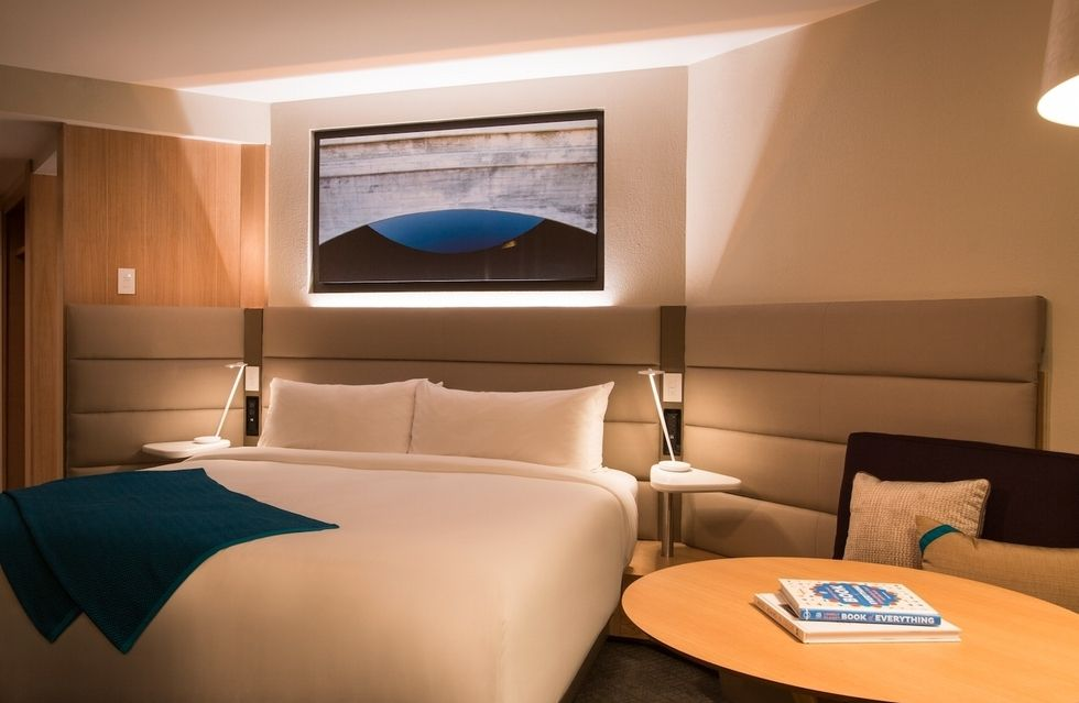 fotostrecke crowne plaza stellt neue zimmer vor ahgz hoteldesign. Black Bedroom Furniture Sets. Home Design Ideas