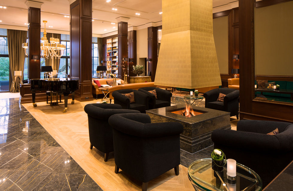 fotostrecke kempinski frankfurt mit neuer lobby ahgz. Black Bedroom Furniture Sets. Home Design Ideas