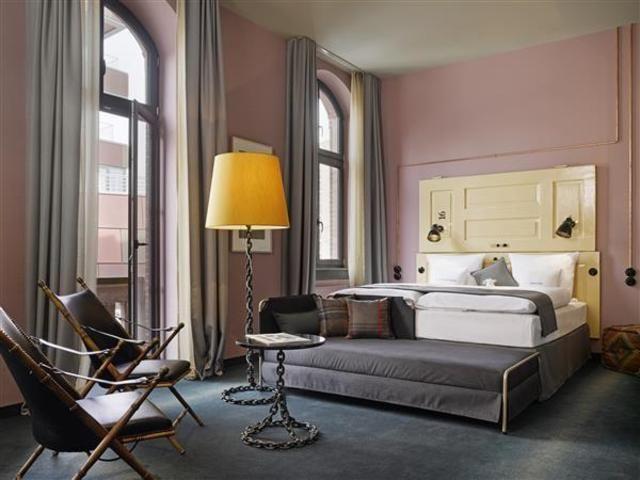 Hohe Decken: Die Zimmer des neuen 25hours Hotels sind garantiert nicht von der Stange