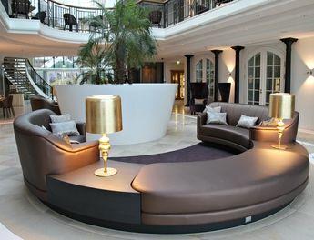 Lounge-Atmosphäre: Die Lobby des Hotels hat unterschiedliche Sitzgruppen