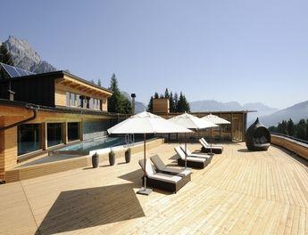 Holzhotel forsthofalm leogang gewinnt ahgz hoteldesign for Leogang design hotel