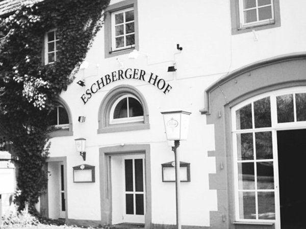 der eschberger hof ist wiederer ffnet allgemeine hotel und gastronomie zeitung ahgz 17. Black Bedroom Furniture Sets. Home Design Ideas