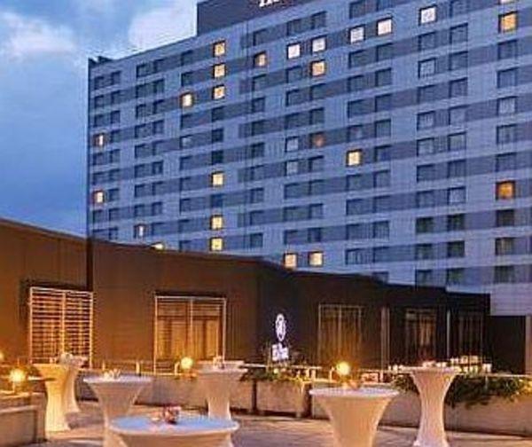 hilton d sseldorf ist hotel des jahres allgemeine hotel und gastronomie zeitung ahgz 28. Black Bedroom Furniture Sets. Home Design Ideas