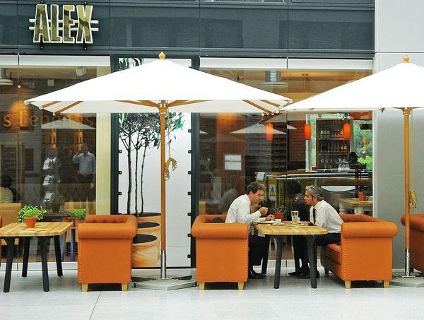 alex ffnet im frankfurter the squaire allgemeine hotel und gastronomie zeitung ahgz 31. Black Bedroom Furniture Sets. Home Design Ideas