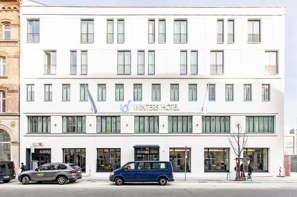 Winters Hotel Berlin Mitte The Wall At Checkpoint Charlie
