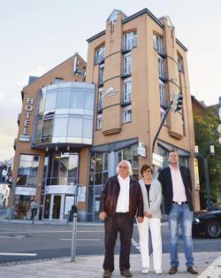 Müssen aufhören: (von links) Hotelier Siegfried Wichmann, Ehefrau Hedwig und Sohn Stephan.