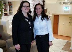 Besuch im Landhotel Kallbach: Arbeitsministerin Andrea Nahles (links) mit Hotelinhaberin Manuela Baier