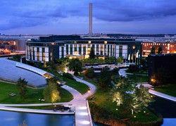 Zufrieden: das Ritz-Carlton und die Autostadt Wolfsburg