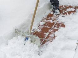 Bahn frei! Wann und wie bei Schnee geräumt werden muss, darüber haben Richter immer wieder zu entscheiden.