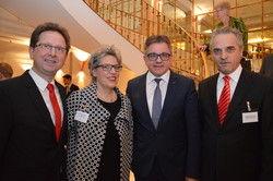Tauschen sich aus: (Von links) Markus Hofherr, Marianne Hofherr, Guido Wolf und Gastgeber Bernd Schäfer-Surénn