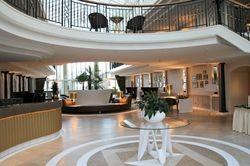 Neues Design: Der Eingangsbereich im Travel Charme Kurhaus Binz