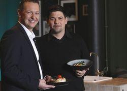 Arbeiten zusammen: Aida-Cruises-Chef Felix Eichhorn und Koch Tim Mälzer