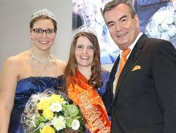 Glückwunsch: Die neue Gastrokönigin Anna Maria mit DEHOGA-Baden-Württemberg-Präsident Fritz Engelhardt und Vorgängerin Janine