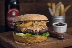 Neue Ideen gesucht: Die Rezeptur zum BBQ-Burger gibt es beim Service-Bund