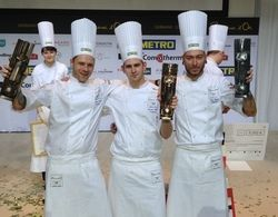 Geschafft: Sieger Marvin Böhm (Mitte) freut sich mit seinen Mitstreitern Eric Kröber (rechts) und Martin Stopp