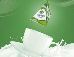 Gut zum Kaffee: Die neuen Mini-Milch-Portionen von Hellma und Arla