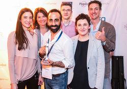 Freuen sich: (von links) Ines Kamlah (H'Otello),Birgit Groß (Hotelnetsolution), Ioannis Kentze (H'Otello),Sascha Richter (Hotelnetsolution),Nina Woitkowiak (H'Otello), Ulrich Kastner (Myhotelshop)