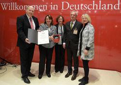 Ausgezeichnet: Ernst Fischer (2.v.r.) erhält den Ehrenpreis aus den Händen der Vorsitzenden Heike Brehmer (2.v.l.). Hier zusammen mit ihrem Stellvertreter Klaus Brähmig und den Ausschussmitgliedern Gabriele Hiller-Ohm (r.) und Kerstin Kassner