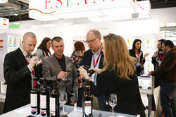 Probieren ist wichtig: Hier werden Weine aus Portugal verkostet.Dort ist noch so einiges zu entdecken