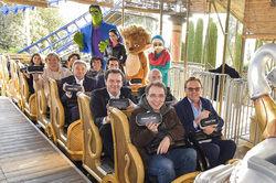 """Ready for departure: Roland Mack und David Safier (1. Reihe) kurz vor dem Start auf """"Pegasus Coastiality"""" im Europa-Park"""