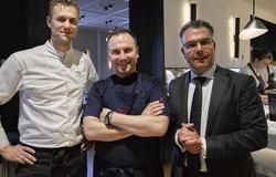 Zu Gast in Holland: Tim Raue (Mitte) mit Rijks-Chefkoch Joris Bijdendijk (links) und Vermaat-Manager André van Rooijen