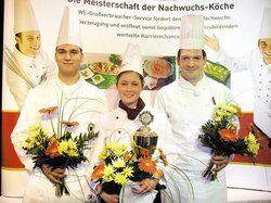 Das Bestentrio des 16. regionalen Rewe-Wettbewerbs Berlin-Brandenburg mit dem Zweitplatzierten Mirko Ridders, Siegerin Melanie Schobert und dem Drittplatzierten Raimund Heuser (v.l.)<tbs Name=