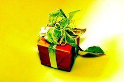 Schön verpackt:<em> Kleine Geschenke fördern die Gästebindung <tbs Name=