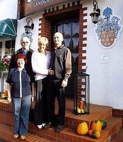 Funktionierender Familienbetrieb:<em> (von links)</em> <em>Marlies und Gert Heiland, Corina und Jens Herrmann <tab/><tbs Name=