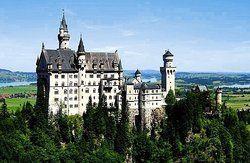 Besuchermagnet: <em>Mehr Touristen als im Vorjahr haben 2006 die Attraktionen des Allgäus wie das Schloss Neuschwanstein besucht <tbs Name=
