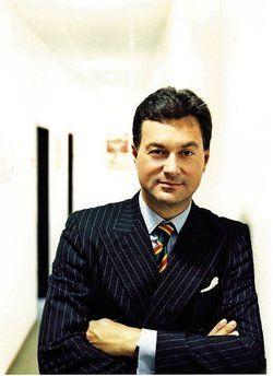 Arthur E. Darboven ist Geschäftsführender Gesellschafter der J. J. Darboven GmbH &amp; Co. KG mit Sitz in Hamburg. <tbs Name=