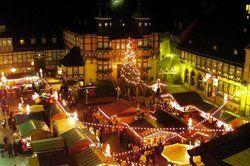 Gute Geschäfte im Lichterglanz: <em>Der Weihnachtsmarkt in Wernigerode lockt Gäste an <tbs Name=
