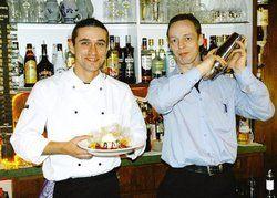 Für jeden Geschmack etwas: <em>Küchenchef Thomas Kaczynski und Pächter Michael Heilenz (rechts) setzen auf eine Gastronomie für alle <tbs Name=