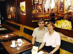 Modernes Kaffeehaus-Konzept: <em> Das Ehepaar Tusch-Milosevic serviert Slow-Food-Suppen und Snacks im schnörkellosen, gemütlichen Ambiente ihres Cafés Aroma <tbs Name=