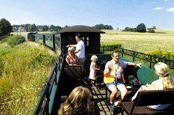 """Die Briten mögen's historisch: <em> Der """"Lößnitzdackel"""", die älteste Schmalspurbahn Sachsens, tuckert durch das Elbland <tbs Name="""