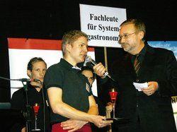 Wirbt für Systemgastronomie: <em>Schulleiter Robert Panz (rechts) <tbs Name=