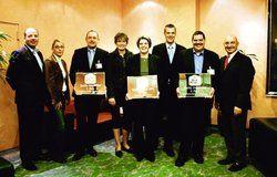Gratulation zum Award: <em>(von links) Christoph Schug (Best Western Hotels Deutschland), Janine Beek und Christian Haselmaier (Alsterkrug Hotel), Susanne Lange, Luise Scheper, Kuno Fischer (Hotel Frisia), Sven Dell (Hotel am Schlosspark) sowie Micha