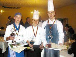 Kreatives Köche-Trio: <em>(von links) Paul Papke (2. Platz), Pokalgewinner Stefan Recknagel und Robert Berg (3. Platz) <tbs Name=