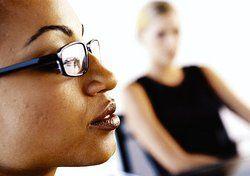 Bloß kein falsches Wort: <em>Diskriminierende Reden muss der Arbeitgeber unterbinden<tbs Name=