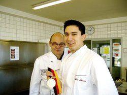 Stolz auf das Erreichte: <em>Tohru Nakamura und sein Lehrer Josef Reitsam<tbs Name=