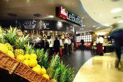 Im Trend:<em> Mit moderner Einrichtung und offener Frischeküche punkten die LeBuffet-Restaurants bei Karstadt <tbs Name=