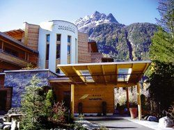 Holz dominiert: <em>Das Hotel Waldklause in Tirol<tbs Name=