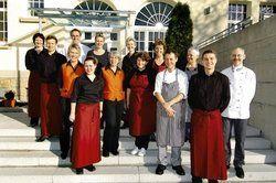 Bewährtes Team: <em>Hans-Peter und Birgit Horn betreiben Wirtshaus Casino mit ihrer Mannschaft vom Schwärzlocher Hof</em> <em><tbs Name=