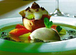 Winterliches Dessert: <em>Tarte von Zitrusfrüchten, Thymianbaiser und Bananen-Pfeffer-Eis</em> <em><tbs Name=