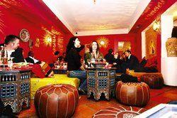 """Marokkanische Verhältnisse:<em> Fast wie Im Urlaub fühlen sich die Gäste im Düsseldorfer """"Marrakech""""<tbs Name="""